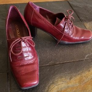 AEROSOLES Burgundy Lace Up Pumps